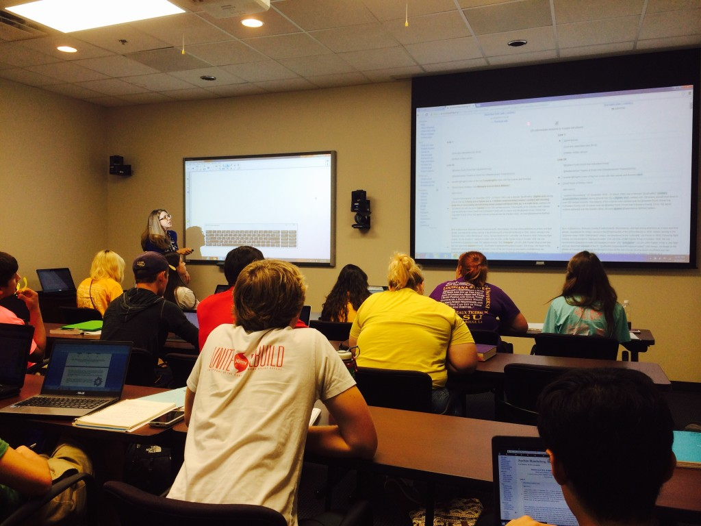 Dr. Becky Carmichael introduces LSU students to Wikipedia in Dr. Vincent Wilson's Environmental Sciences course.